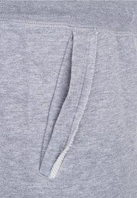Nike Sportswear - ALUMNI  - Shorts - grey/white - 3