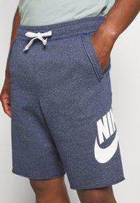 Nike Sportswear - M NSW HE FT ALUMNI - Shorts - blue void - 3