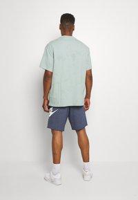 Nike Sportswear - M NSW HE FT ALUMNI - Shorts - blue void - 2
