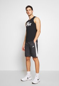 Nike Sportswear - CORE  - Shorts - anthracite/vast grey - 1