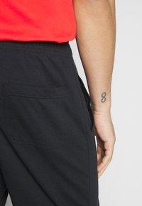 Nike Sportswear - CLUB - Szorty - black/white - 3