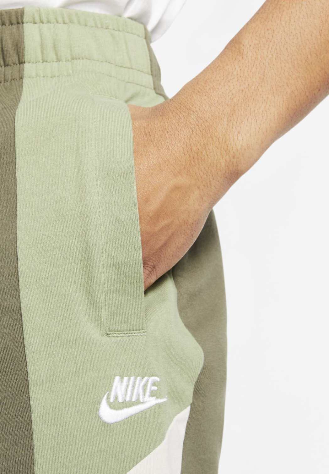 Nike Sportswear M NSW SHORT JSY CB - Shorts - medium olive/oil green/light bone/white