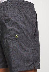 Nike Sportswear - FESTIVAL  - Shorts - dk smoke grey/volt - 5