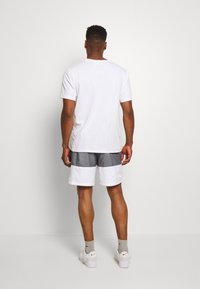Nike Sportswear - Short - black/smoke grey/white - 2