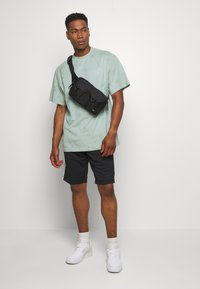 Nike Sportswear - Shorts - black/smoke grey/white - 1