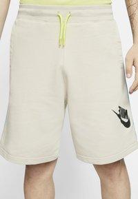 Nike Sportswear - FESTIVAL ALUMNI - Short - string/laser blue/black - 3