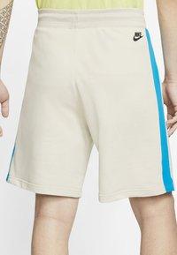 Nike Sportswear - FESTIVAL ALUMNI - Short - string/laser blue/black - 2