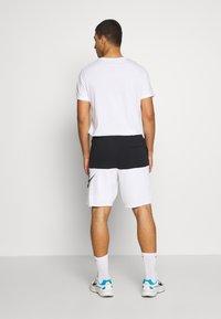 Nike Sportswear - ALUMNI - Shorts - black/white - 2