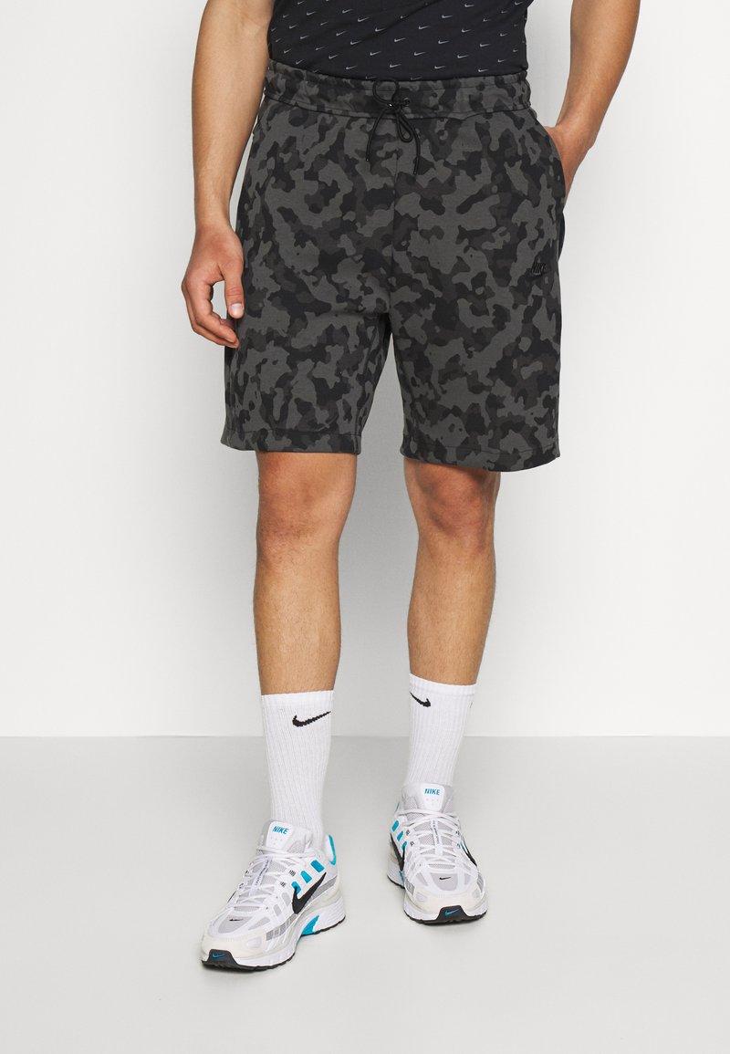 Nike Sportswear - Shortsit - black/(black)