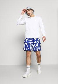 Nike Sportswear - FLOW - Shorts - deep royal blue/white - 1