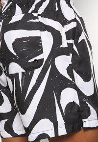 Nike Sportswear - FLOW - Shorts - black - 5