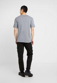 Nike Sportswear - REPEAT TEE - T-shirt print - cool grey - 2