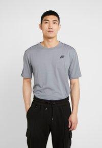 Nike Sportswear - REPEAT TEE - T-shirt print - cool grey - 0