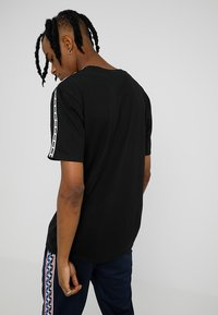 Nike Sportswear - REPEAT TEE - Print T-shirt - black/white - 2