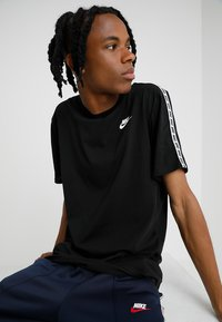 Nike Sportswear - REPEAT TEE - Print T-shirt - black/white - 0