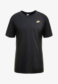 Nike Sportswear - REPEAT TEE - T-shirt med print - black/metallic gold - 3