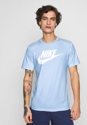 TEE ICON FUTURA - T-shirt imprimé - pure platinum/white