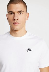 Nike Sportswear - CLUB TEE - T-shirt basic - white/black - 4