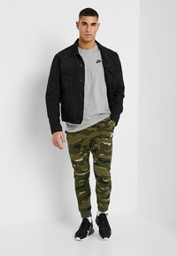 Nike Sportswear - CLUB TEE - T-shirt basic - dark grey heather/black - 1