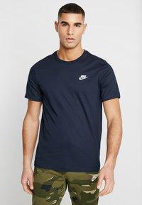 Nike Sportswear - CLUB TEE - T-shirts basic - dark obsidian - 0
