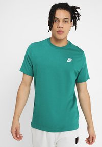 Nike Sportswear - CLUB TEE - T-shirt basic - mystic green - 0