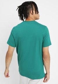 Nike Sportswear - CLUB TEE - T-shirt basic - mystic green - 2