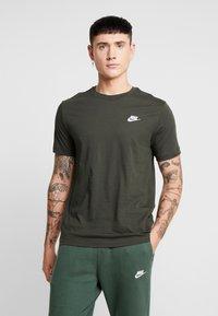 Nike Sportswear - CLUB TEE - T-shirt basic - sequoia/ white - 0