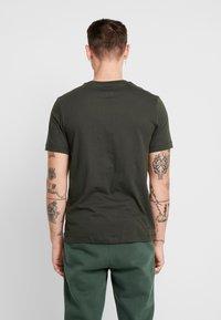 Nike Sportswear - CLUB TEE - T-shirt basic - sequoia/ white - 2