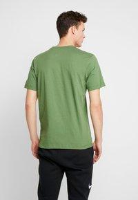 Nike Sportswear - CLUB TEE - T-shirt basic - treeline/white - 2