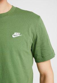 Nike Sportswear - CLUB TEE - T-shirt basic - treeline/white - 5
