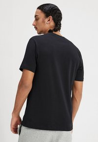 Nike Sportswear - TEE JUST DO IT - T-shirt con stampa - black/white - 2