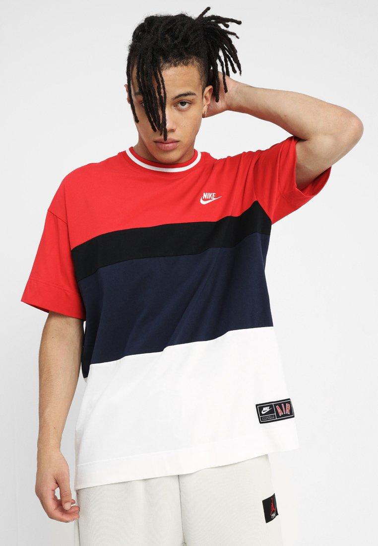 Nike Sportswear T-shirts med print - obsidian/white/university red