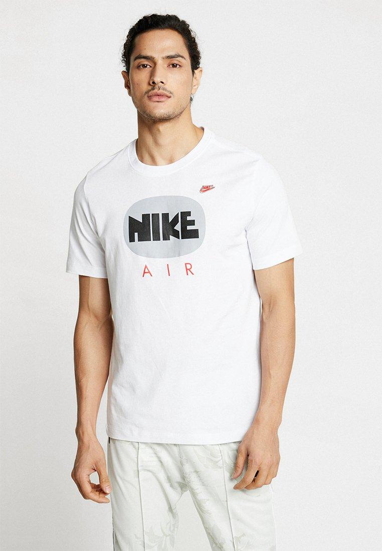 Nike Sportswear - TEE MINI - T-shirt med print - white