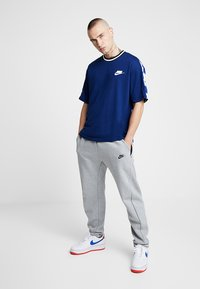 Nike Sportswear - TOP CHECK - T-Shirt print - blue void/royal blue/white - 1