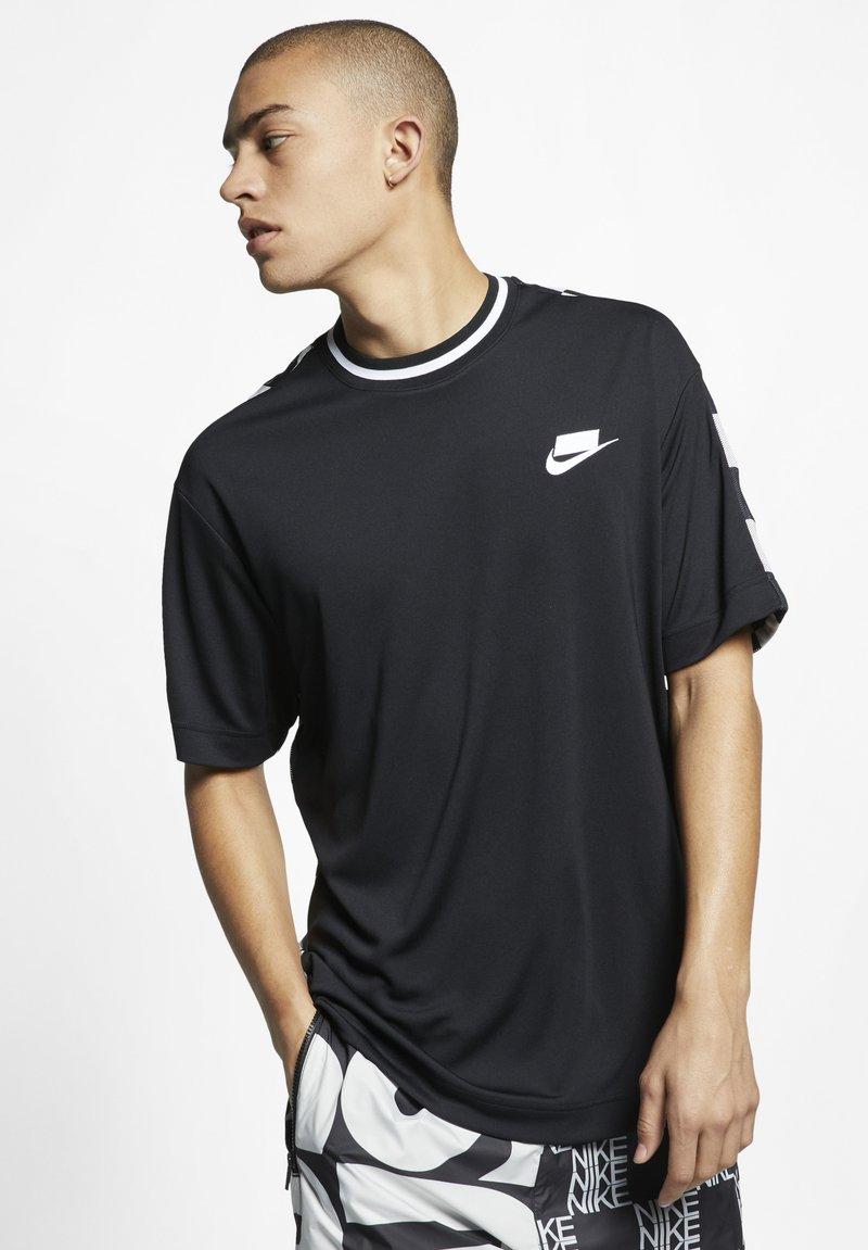 Nike Sportswear - TOP CHECK - Camiseta estampada - black/white
