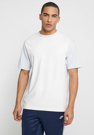 T-shirt - bas - pure platinum/summit white/black