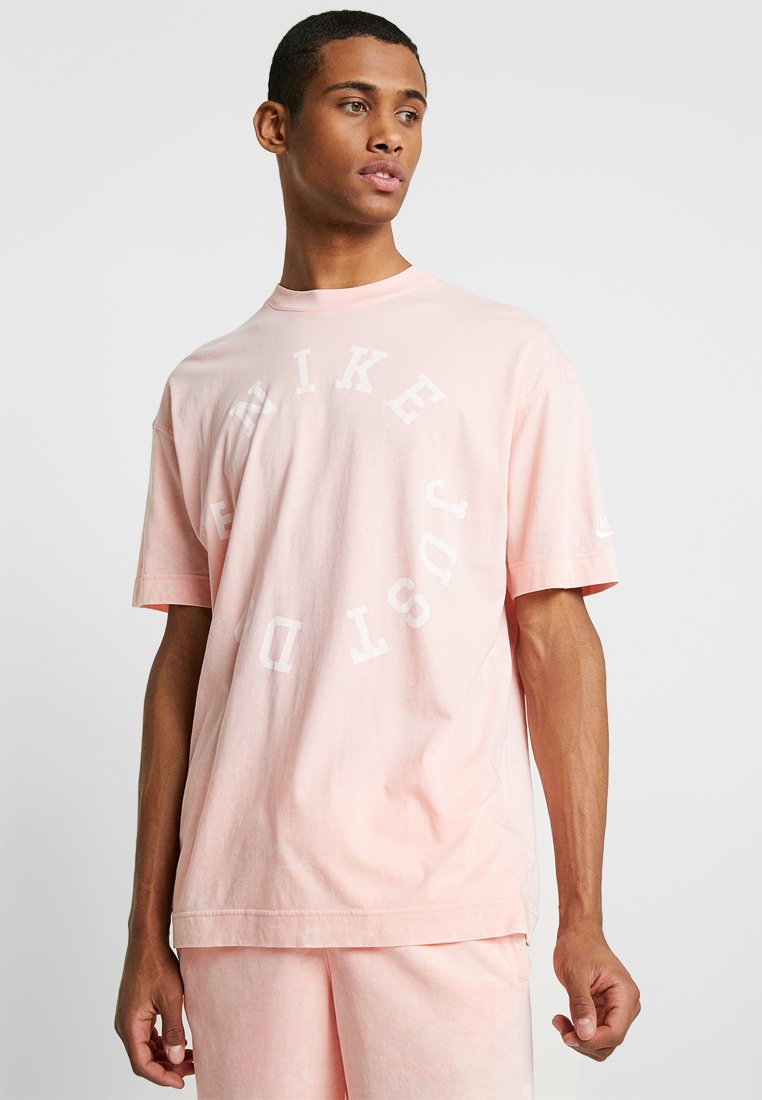 Nike Sportswear - TOP WASH - T-shirt med print - bleached coral/summit white