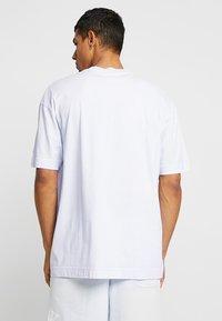 Nike Sportswear - TOP WASH - T-shirt med print - half blue - 2