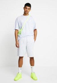 Nike Sportswear - TOP WASH - T-shirt med print - half blue - 1