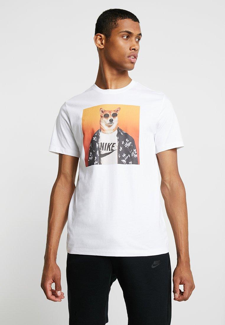 Nike Sportswear - TEE STORY PACK - T-shirt z nadrukiem - white