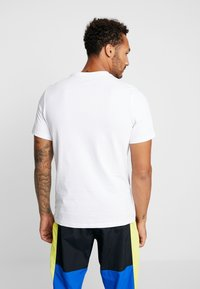 Nike Sportswear - TEE APP  - T-shirt imprimé - white - 2
