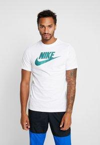 Nike Sportswear - TEE APP  - T-shirt imprimé - white - 0