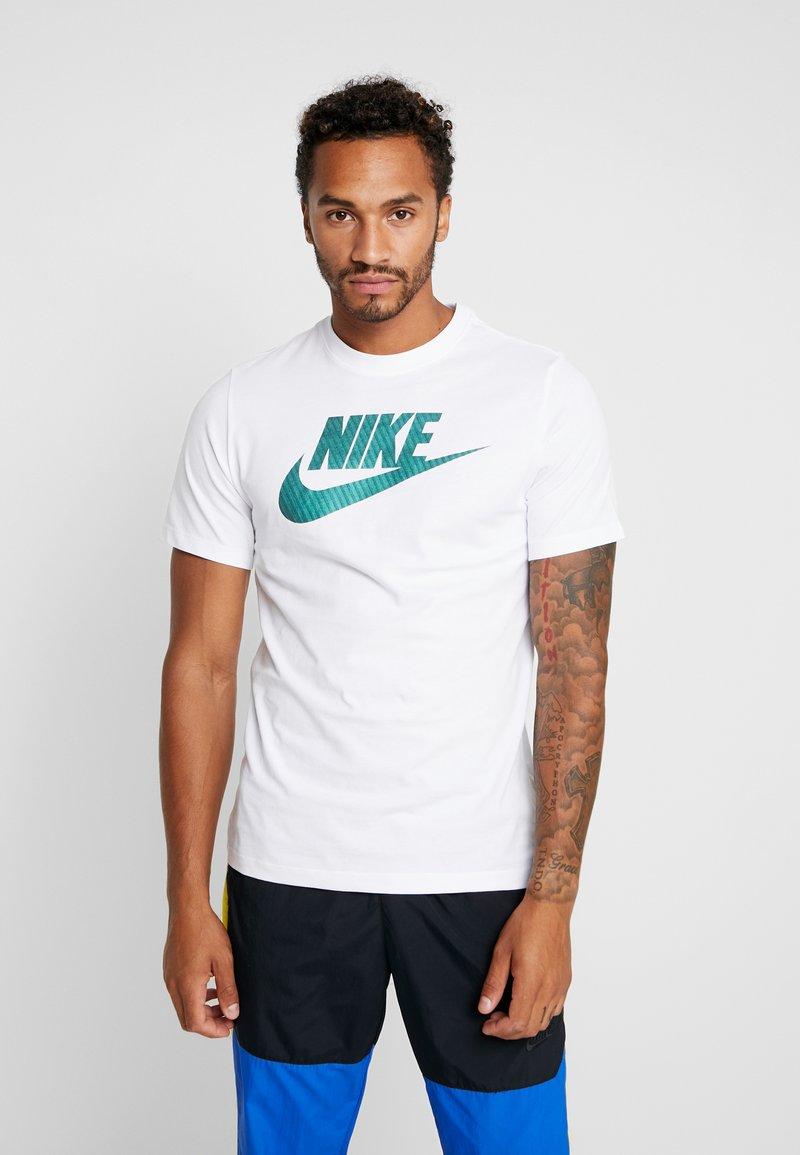 Nike Sportswear - TEE APP  - T-shirt imprimé - white