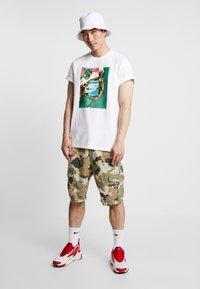 Nike Sportswear - TEE COURT - T-shirt imprimé - white - 1