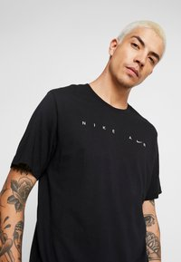 Nike Sportswear - TEE - T-shirts print - black - 4