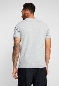 Nike Sportswear - TEE HERITAGE - T-shirt imprimé - dark grey heather - 2