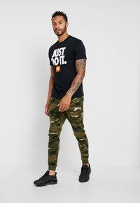 Nike Sportswear - TEE - T-shirt con stampa - black - 1