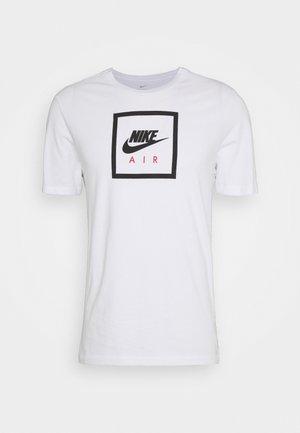 M NSW SS TEE AIR 2 - Print T-shirt - white/black