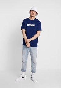 Nike Sportswear - TEE NIKE AIR  - Print T-shirt - blue void/white - 1
