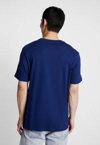 Nike Sportswear - TEE NIKE AIR  - Print T-shirt - blue void/white - 2
